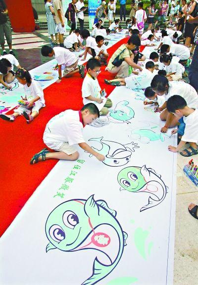 百名小志愿者手绘百头江豚