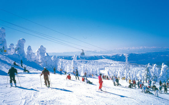 欧式冬季下雪晚上背景图