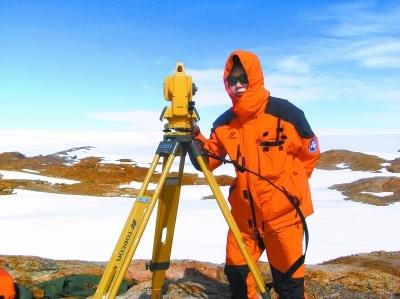 先后9次参加我国南北极科考的艾松涛博士