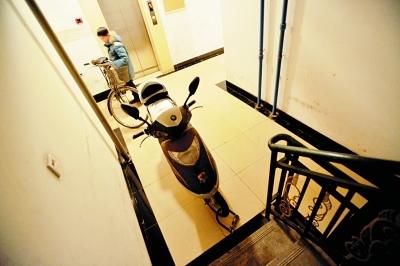 武汉市民电动车停进单元楼楼道