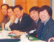 江苏省人大代表建言献策讨论政府报告