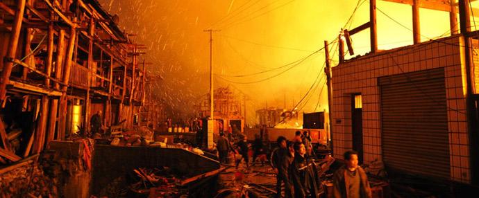 大火连烧4小时 两侗族村庄被焚毁