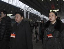 湖南代表团抵京