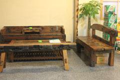 古色古香的桌椅,像拍《水浒传》啊!