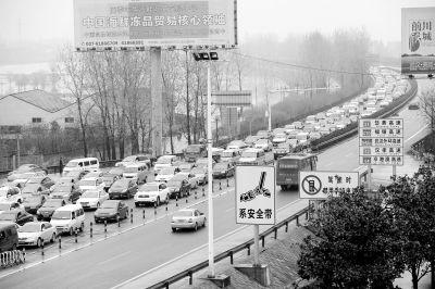 返程车堵岱黄高速20公里 本周末部分路段仍管制