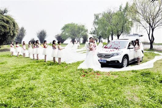 武汉最长婚纱520米造价5万 寓意我爱你_资讯