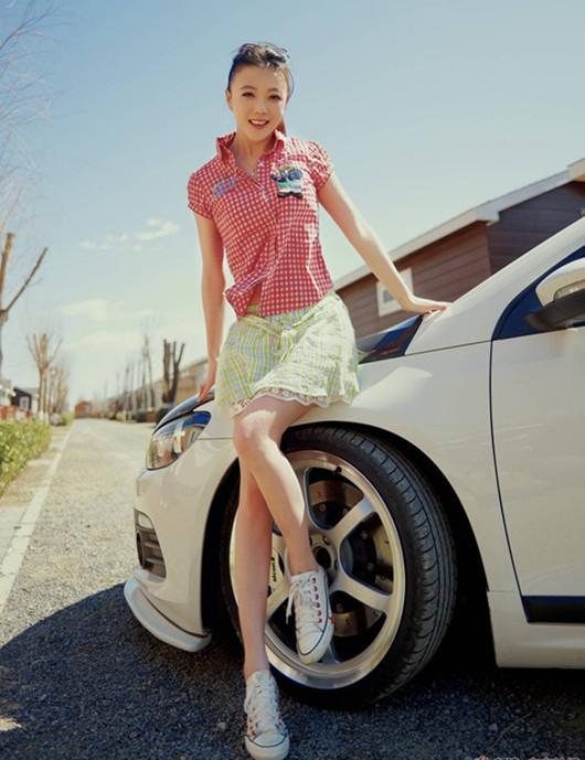 改装车与清纯甜美少女