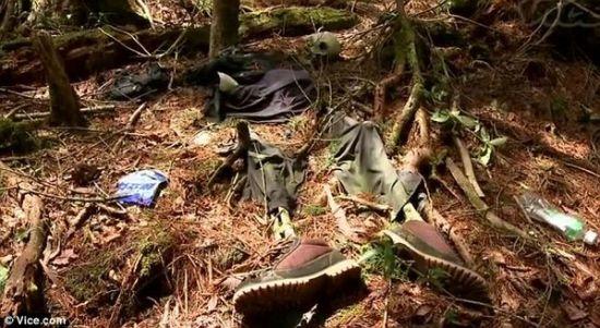 森林中只剩鞋子