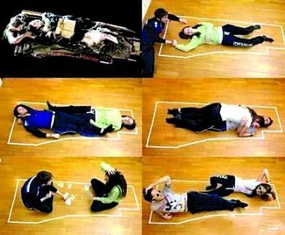 网友图片示意:Jack可以与Rose躺在一块木板上保全性命。