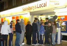 英国ATM机出错吐双倍现金