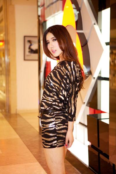 亮片连衣裙彰显狂野性感