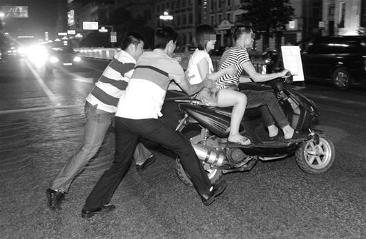 武汉缓急方父亲规模整顿治水小型摩托车 查扣无牌车45