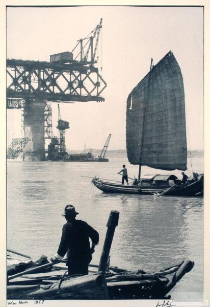 长江大桥还在建设中