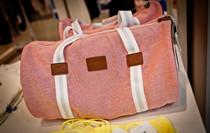 粉色运动包