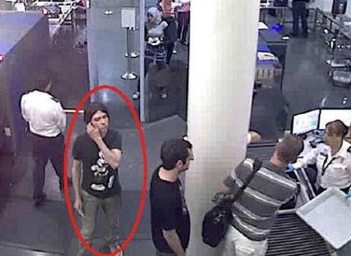 马尼奥塔月初在柏林一家网吧内被捕,警方称他当时没有反抗。
