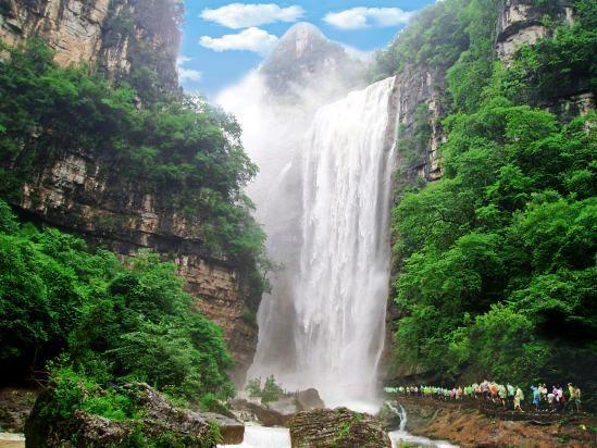 三峡大瀑布穿瀑