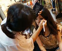 化妆师MM忙着补妆