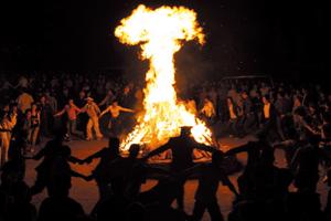 北极村江畔篝火晚会