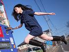 """日本""""浮游""""少女拍摄系列诗意跳跃照片"""