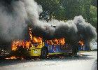 武汉一公交车自燃烧毁 疑因天然气泄漏