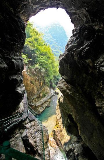 新浪旅游配图:天生桥 摄影:mark