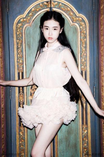 武汉国民美女张辛苑最新写真 彰显独特美感