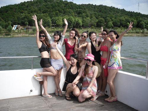 夏日美女湿身助阵 嘉鱼山湖温泉摄影大赛启动