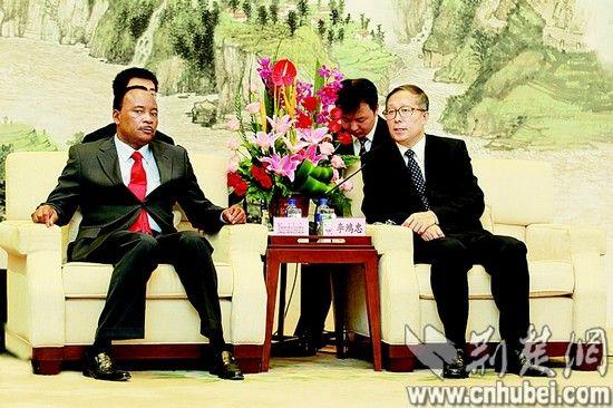 省委书记李鸿忠会见尼日尔总统伊素福。 (沈伟植摄)