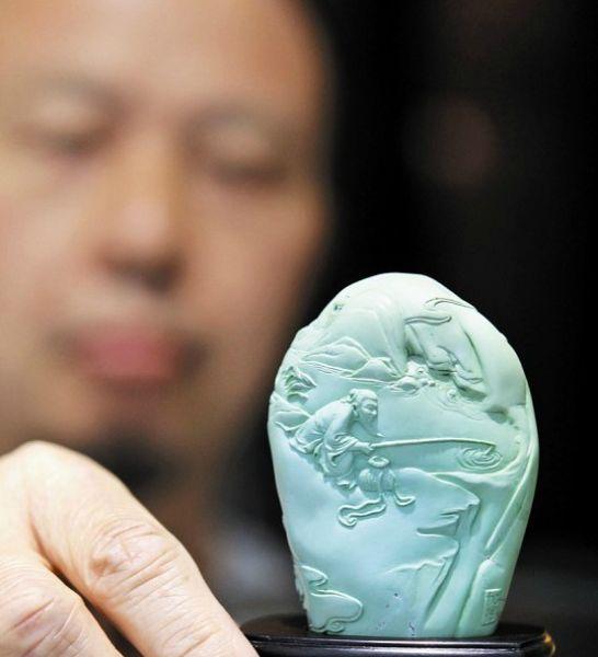 和叶加油一起学绿松石雕刻的有七八十人