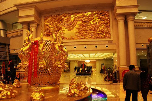 金碧辉煌的酒店大厅