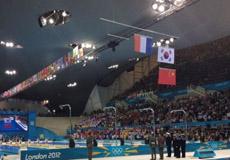 孙杨颁奖仪式意外一幕 中韩国旗竟一下一上