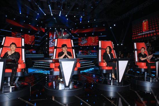 图为:《中国好声音》中评委的座椅