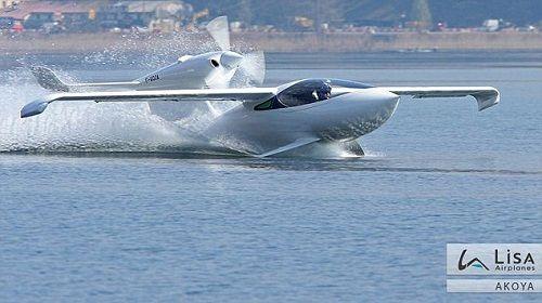 新型飞机可在水面游弋,机翼可折叠