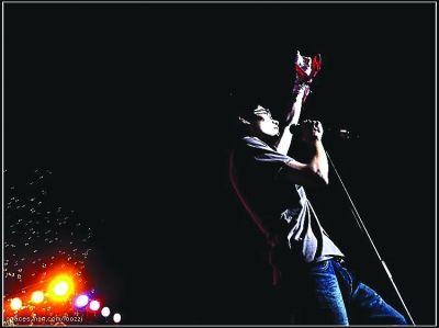 图为:2006年,毕业前李行亮举办个人演唱会