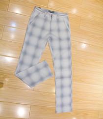 浅色格纹西裤