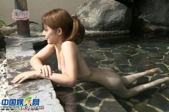 日本美女主播全裸泡温泉录制旅游节目