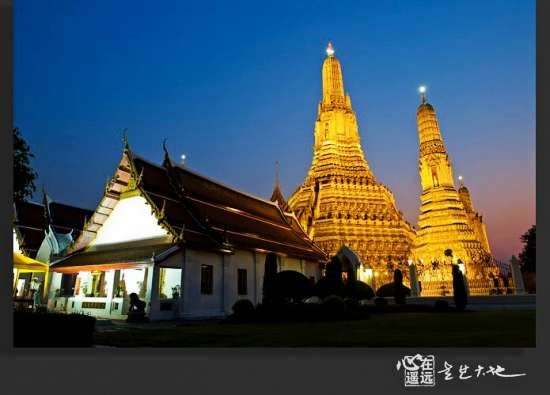 郑王庙,曼谷少有的印度教神庙之一,在傍晚暗蓝色的天空下很漂亮。