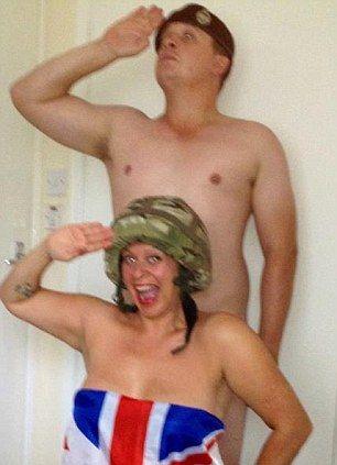 这个姑娘比哈里王子裸照中的女郎矜持多了