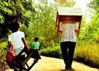麻城3000名孩子自背桌上学
