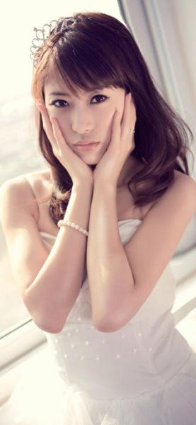 张瀚之,甜美与性感兼备,与韩孝珠相似度极高,被称为小韩孝珠。