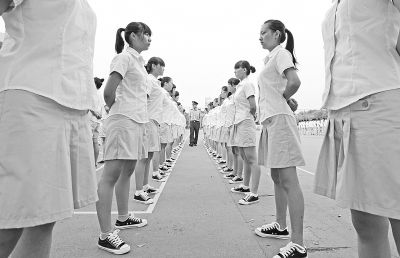 武汉最牛新生家长现雷人语录 称要给宿舍装电梯