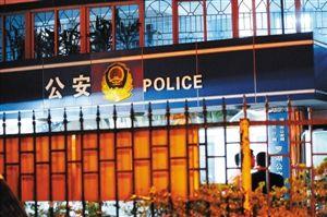 今日0时40分,事发现场,罗湖公交派出所。深圳晚报记者 陈玉 摄