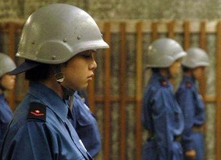 女兵训练中