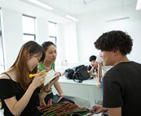 小编采访服装设计师的学生