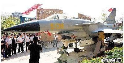 武汉史上规模最大兵器展:歼十显身枭龙战车列队