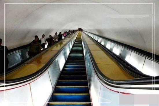 揭秘世界第一深的朝鲜地铁 0.3元人民币任坐