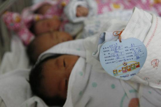 湖北襄阳医生李莉:援非两年迎接上万婴儿降生