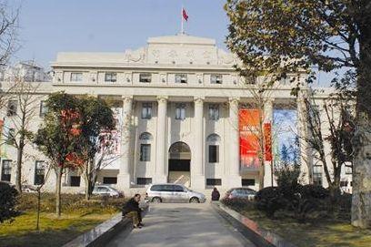 新开馆的武汉美术馆,建筑本身就是一件艺术品