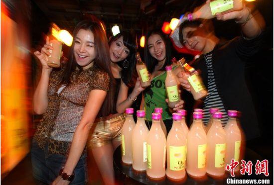 图为韩国首尔夜店情景