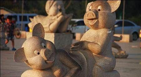 """""""流氓猪""""雕像"""